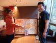 世界の餃子について語る蜂須賀敬明さん(左)と小野寺力さん
