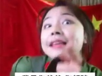 韓国批判をする彼女の後ろにある中国国旗が、左右反対なのがわかる