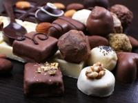 甘いお菓子で頭痛を誘発する人も(depositphotos.com)
