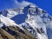 エベレストの氷が解けてあらわになった無数の登山家の遺体(ネパール)