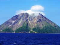 薩摩硫黄島 画像は「Wikipedia」より引用