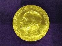 ノーベル賞のメダル(「Wikipedia」より)