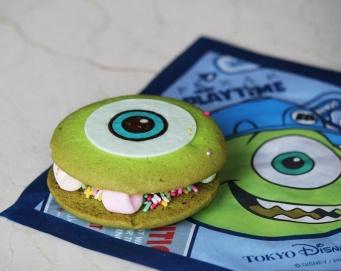 マイクをイメージした「クッキーサンド」