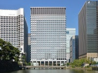 三井物産が本社機能を置く日本生命丸の内ガーデンタワー(「Wikipedia」より)