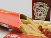マクドナルドがミルクシェイク用に新型ストローを開発!?