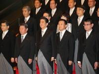 第4次安倍改造内閣が発足(写真:つのだよしお/アフロ)