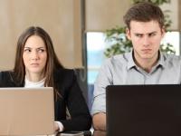 意見の食い違いで……会社で同僚と気まずい雰囲気になったことがある人は約3割! 対処法は?