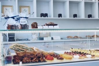 【心理テスト】ケーキ屋をオープンした友達へのお祝いは? 「あなたの世渡り上手度」