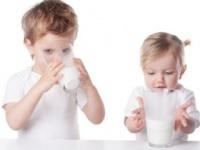 牛乳アレルギーの子どもは骨が弱い?(shutterstock.com)
