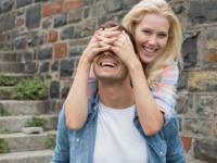 意外と接戦! 文系女子と理系女子……男子大学生はどっちが好き?