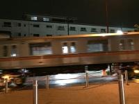 東京・方南通りを走行する地下鉄の車両