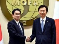 岸田文雄外務大臣と尹炳世韓国外交部長官(当時/写真は「外務省HP」より)