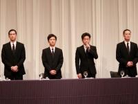 会見を行うTOKIOのメンバー