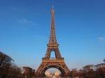 パリの『エッフェル塔』に男がよじ登り閉鎖騒ぎに!観光客らは避難