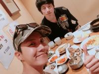 ※J-HOPEと坂口健太郎。画像はBTSの公式ツイッター「@BTS_twt」より