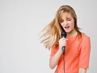 カラオケで歌いやすい曲ランキングTop50! カラオケで高得点を出しやすい楽曲とは?