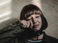 【心理テスト】他人に壊されて思わず泣いてしまった物は? 「あなたの傷つきやすさ」
