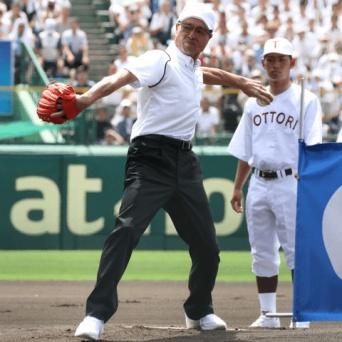 今年の夏の甲子園では始球式も務めた王貞治氏。30本塁打を放って引退した