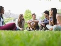 社会人生活と学生生活、どっちが楽しいと思う? 社会人の7割が学生時代を選択
