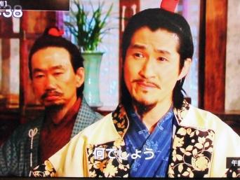 『キムマンドク~美しき伝説の商人』のワンシーン。日本人商人の姿が変だ