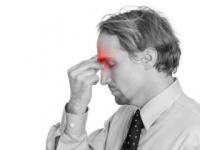片頭痛に悩む人は世界人口の15%弱も(shutterstock.com)