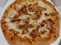 """ドミノ・ピザの「全品半額」に出た宅配ピザ""""そもそも高値""""の大疑問"""