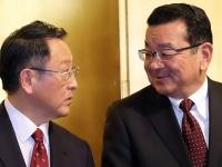 トヨタ・豊田章男社長(左)とホンダ・八郷隆弘社長(右)(つのだよしお/アフロ)