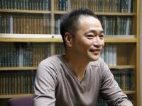 『焔』(新潮社刊)の著者、星野智幸さん