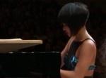 激ムズの曲を…   超過激な衣装で演奏するピアニストが話題に!