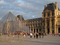 美術館やテーマパークが割引に! 海外旅行や留学で使える「国際学生証」って?