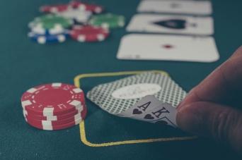 """カジノ法案通過で問われた蓮舫代表と""""ギャンブル依存症""""の軽さ"""