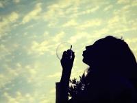 水原希子がインスタで意味深な投稿「あらゆるタブーをひっくり返したい」(写真はイメージです)