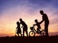 長生きの秘訣は家族?(shutterstock.com)