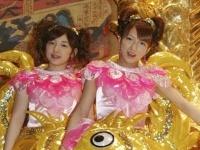 加護亜依(左)