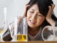 大酒飲みには脳内出血・くも膜下出血のリスクが(shutterstock.com)