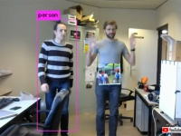 AI監視カメラから逃れたい?簡単な印刷物を1枚持っているだけでカメラの目から逃れることができる(ベルギー研究)