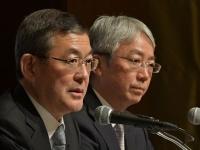SUBARUの吉永泰之社長(左)と、 次期社長の中村知美・専務執行役員
