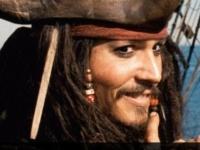 ジョニー・デップが米ディズニーランドの『カリブの海賊』にサプライズ登場!