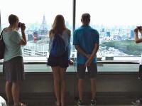 建設中の国立競技場と東京タワーが見える(都庁南展望室からの眺望)