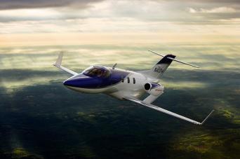ホンダジェットは空飛ぶスポーツカー!?世界一の小型ジェットの魅力に迫る