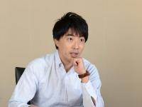 インタビューに答える株式会社マクロミル上席執行役員の中野崇氏(写真=森モーリー鷹博)