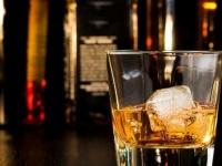 意外と多い? バーや居酒屋……宅飲み以外で一人酒をしたことがある女子大生は◯割!