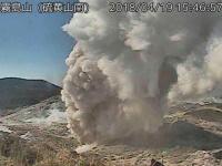 霧島連山の硫黄山が噴火した際の様子(提供:気象庁/ロイター/アフロ)