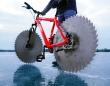 走る凶器かよ!自転車のタイヤをブレード(丸ノコ)に変え氷の上を走ってみた