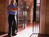 ベネズエラの服役囚、恋人のスーツケースに隠れて脱獄を試みる!