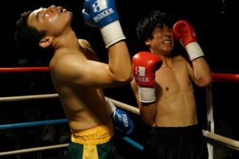 対人恐怖症の建二(ヤン・イクチュン)はボクシングを通して、対戦相手と肉体言語を交わし合おうとする。