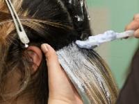 女性徒は地毛の色を否定され続けた(depositphotos.com)