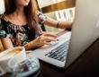 働く女性の70%以上が「お金に関する悩みがある」と回答。何に悩んでいる?