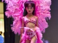 ヴィクトリアズ・シークレットのモデル「エンジェルズ」に負けないほど、自信に満ちあふれた表情の子どもたち。