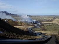 アイスランドのヘトリスヘイジ地熱発電所 画像は「Wikipedia」より引用